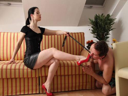 Shoe Worship with Goddess Gloria